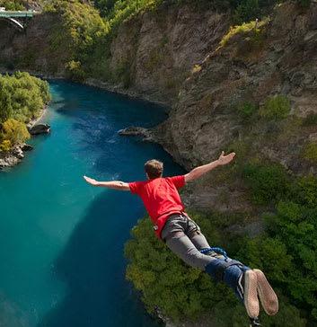 bungee jumping at kawarau bridge queenstown